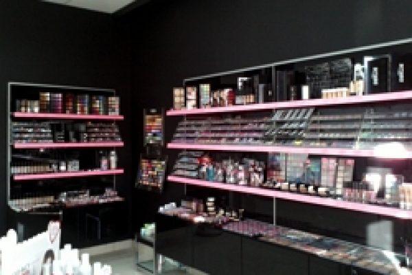 26.Магазин косметики