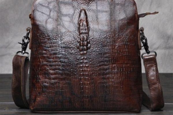 30.сумка кожи крокодила